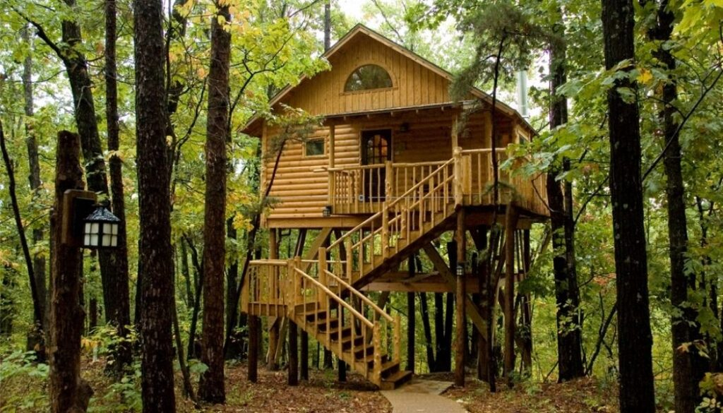 Bungalow treehouse at the Original Treehouse Cottages