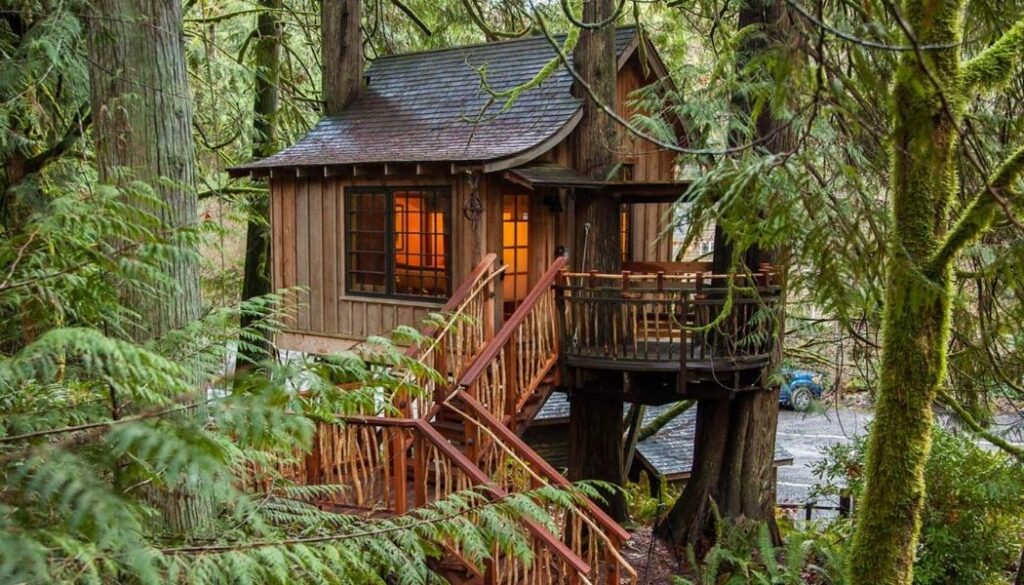 The Upper Pond glamping treehouse at Treehouse Point