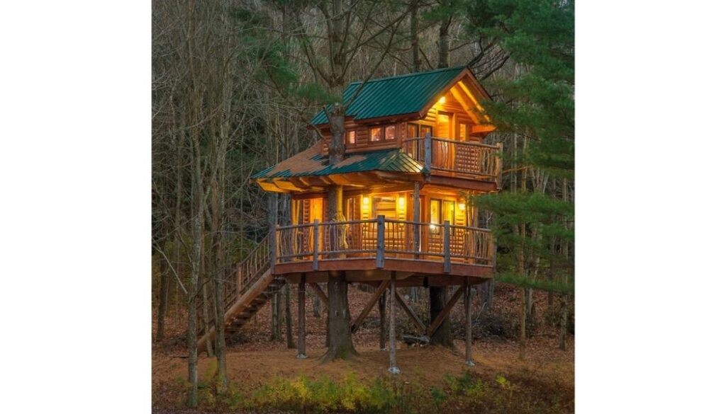 The treehouse at Moose Meadow Lodge, Vermont