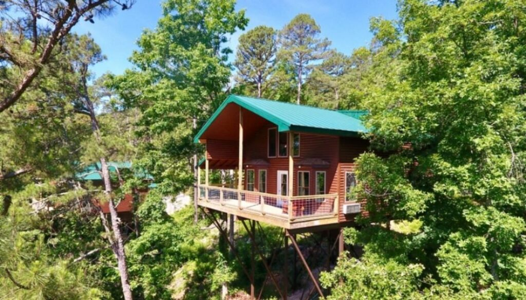Redbud treehouse at River Of Life Farm